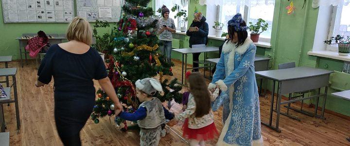Выездные новогодние утренники для детей участниц проекта «Маленькая мама»