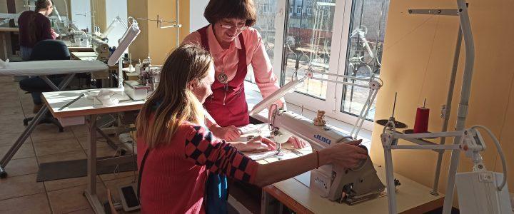 Профессиональная проба в швейной мастерской для участниц проекта «Молодая мама»